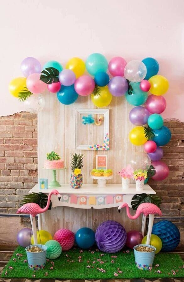decoration for simple tropical party with balloons and flamingos Photo Ziahouse