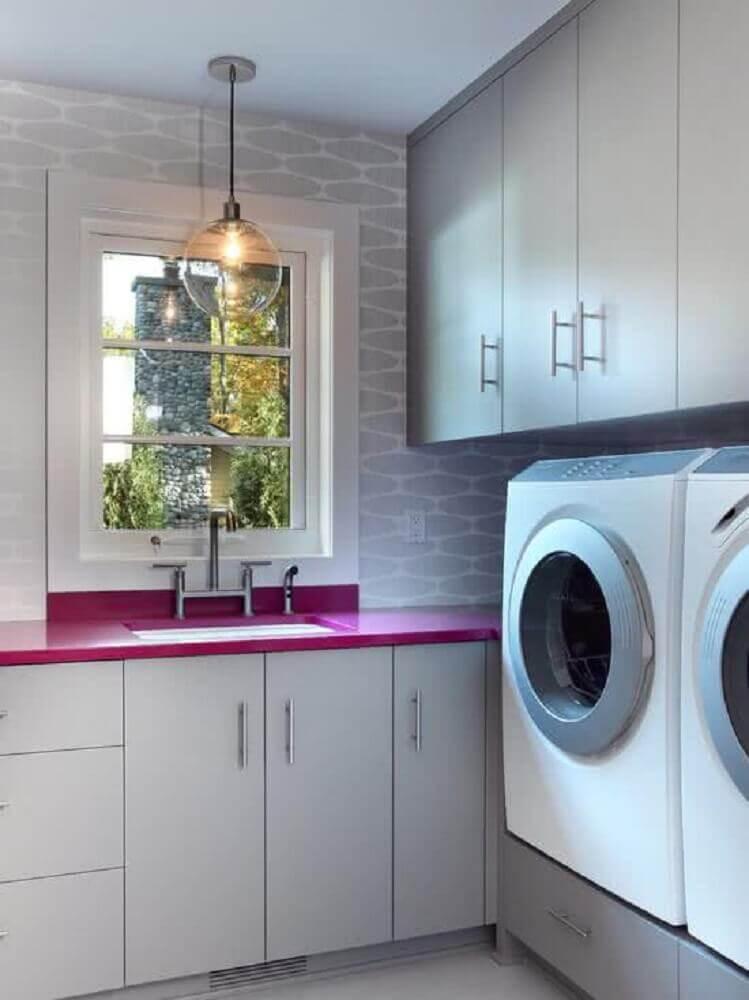 decoração para lavanderia planejada com armários cinza e bancada rosa Foto Prima Kitchen Furniture