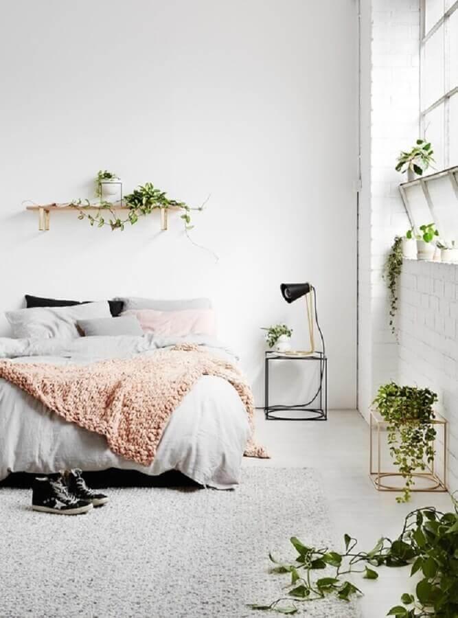 decoração para quarto com criado mudo minimalista Foto We Heart It