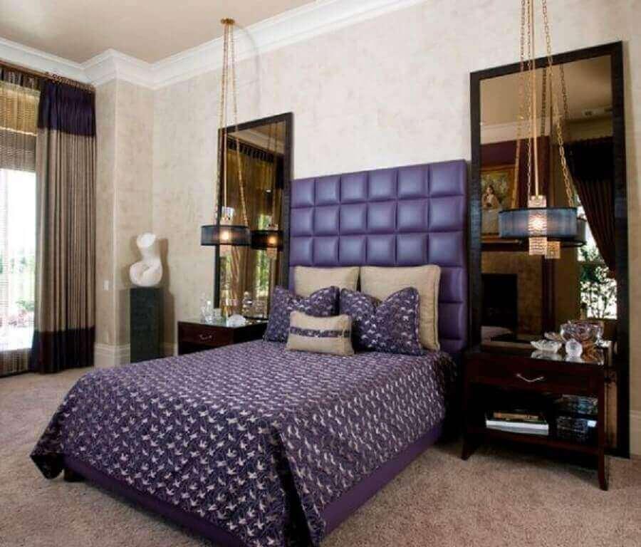 decoração para quarto com dois espelhos de bronze ao lado da cama Foto Homedit