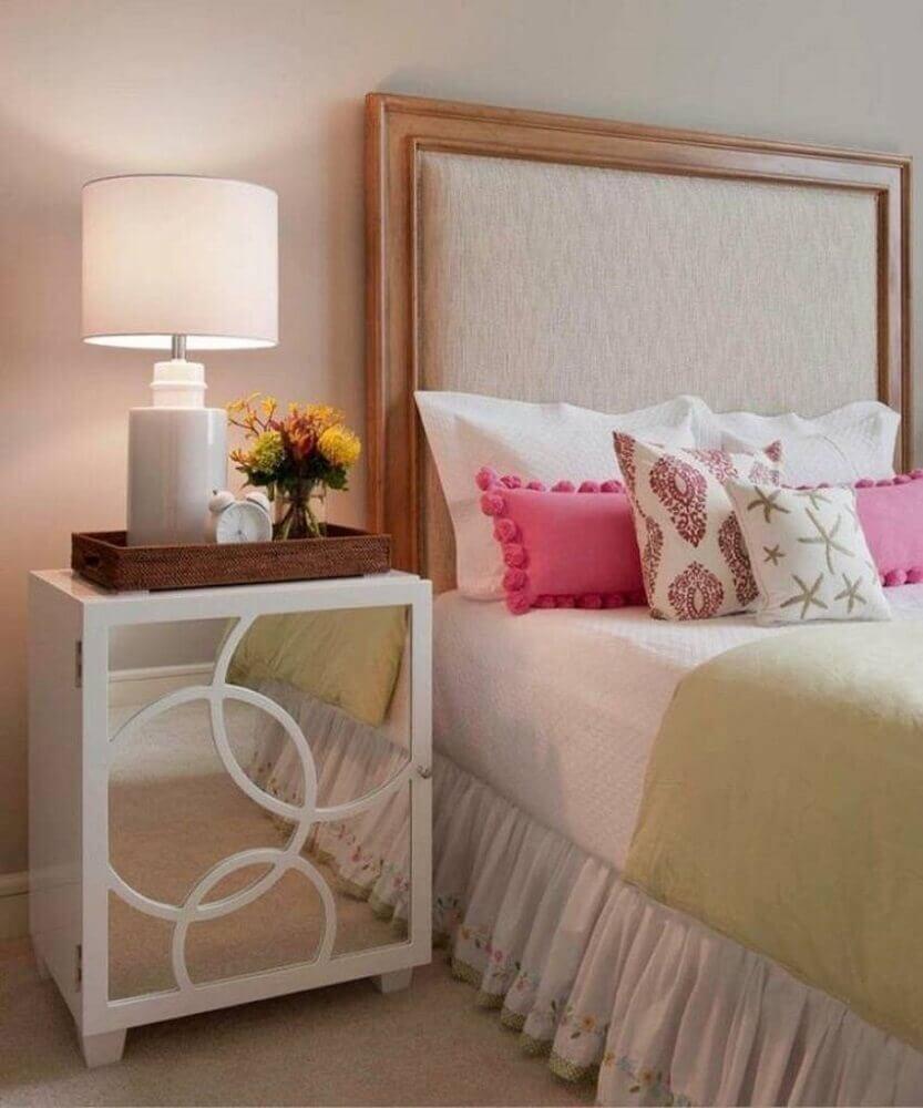 decoração quarto de solteiro com criado mudo branco com porta espelhada Foto Wood Save