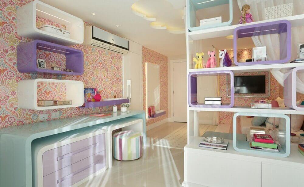 decoração quarto infantil com papel de parede e móveis laqueados Foto Cláudia Pimenta e Patricia Franco
