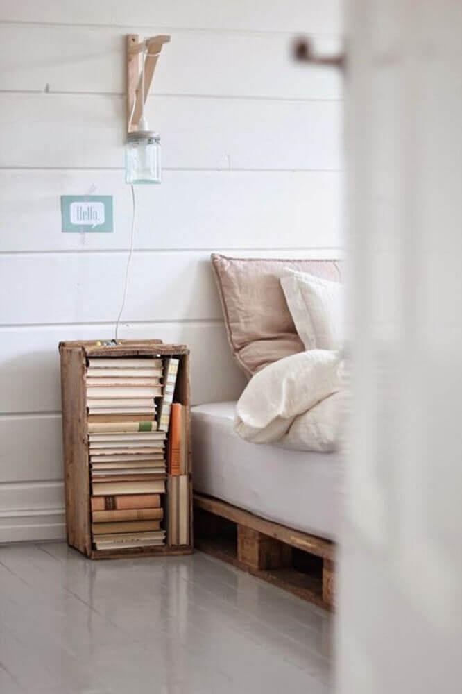 decoração rústica com criado mudo de caixote Foto Estilo Escandinavo