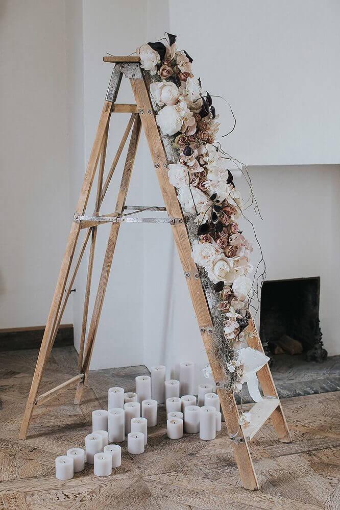 decoração rústica com flores e velas para casamento simples em casa Foto Kiss from Fleur