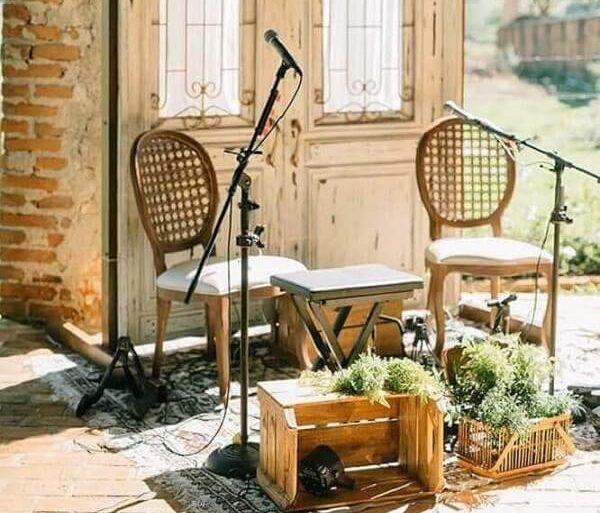 Invista em elementos rústicos para o casamento simples em casa
