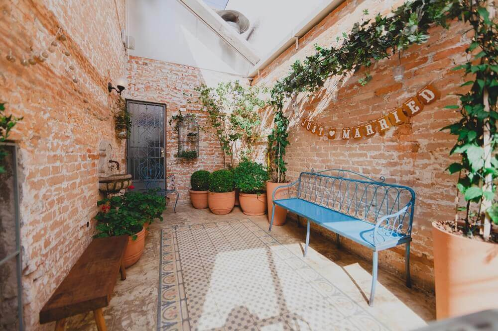 decoração simples e rústica para casamento em casa Foto Mariée