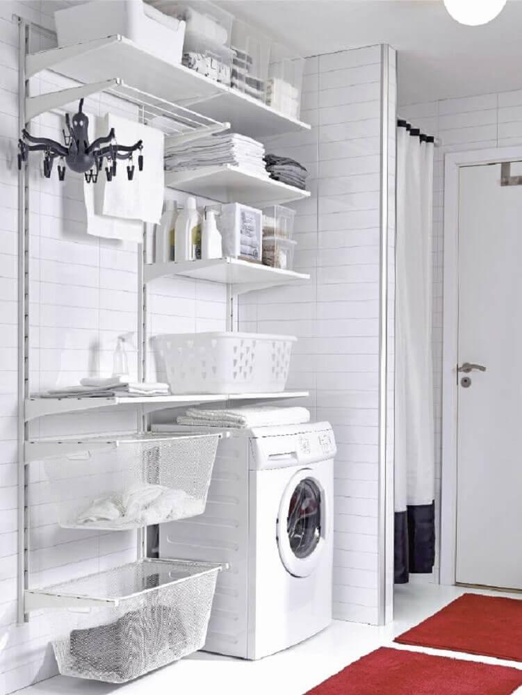 decoração simples para lavanderia com prateleiras e cestos organizadores Foto Home Decorating Ideas
