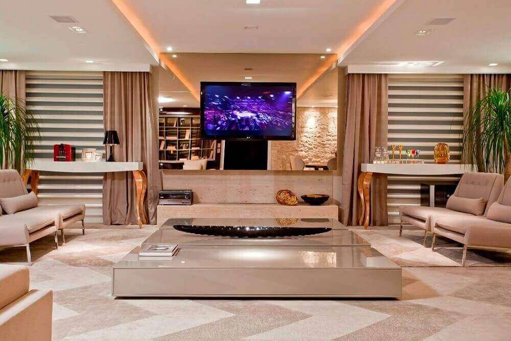 decoração sofisticada para sala de estar com espelho bronze no painel de TV Foto Pinterest