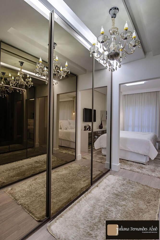 decoração sofisticada quarto de casal closet e espelho bronze Foto Juliana Abad