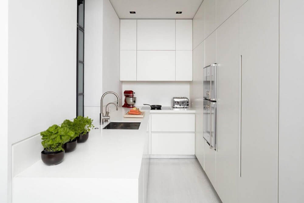 decoração toda branca para cozinha corredor planejada Foto Encio