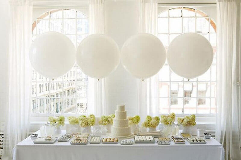 balloon decorations for all white wedding table Foto Wedding Photography Design