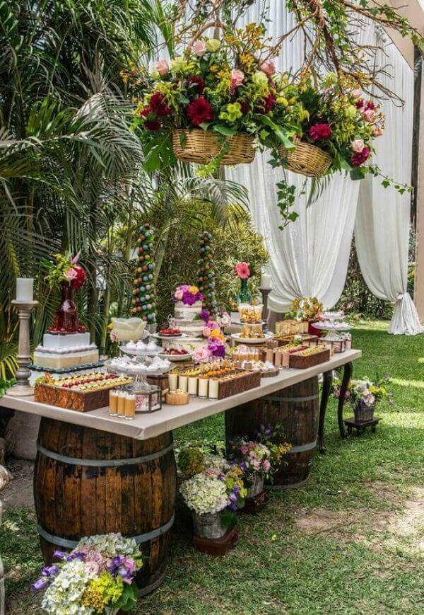 Decoração de noivado feita ao ar livre