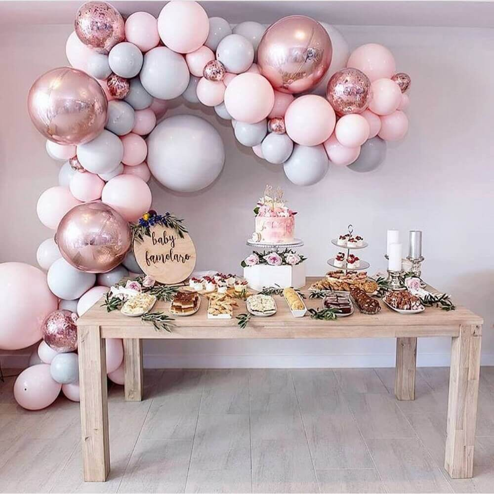delicate decoration with bladders in shades of pink and silver Photo Pinterest