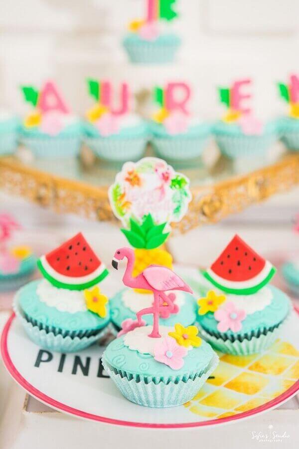 docinhos confeitados para festa tropical Foto Pinterest