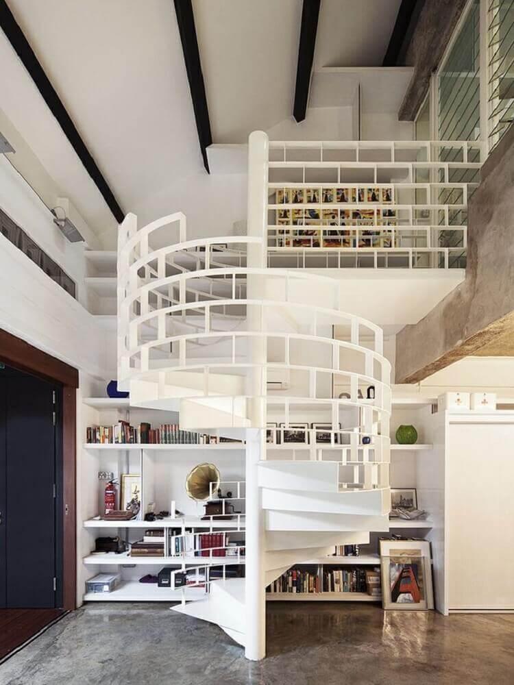 escada caracol com guarda corpo de ferro pintado de branco Foto Pinterest