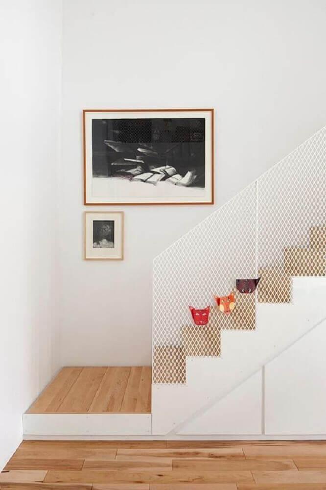 escada com guarda corpo com tela branca Foto Viva Habitation