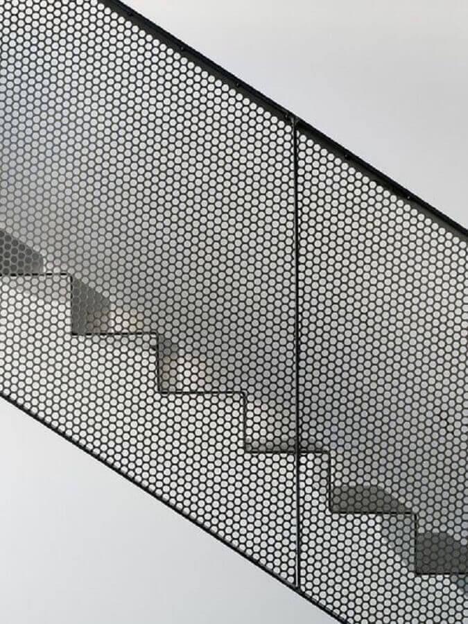 escada com guarda corpo de tela preta Foto Pinterest
