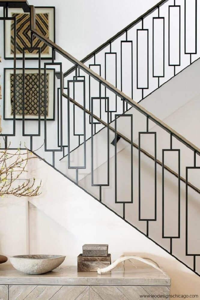 escada de alvenaria com guarda corpo de ferro e corrimão de madeira foto Pinterest