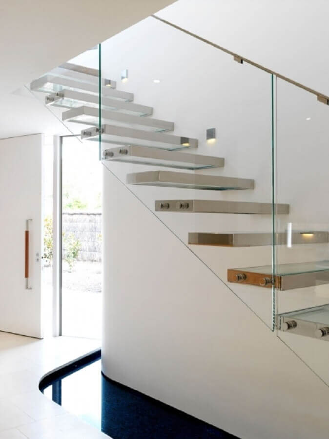 escada de metal e guarda corpo de vidro Foto Stairs Design Ideas