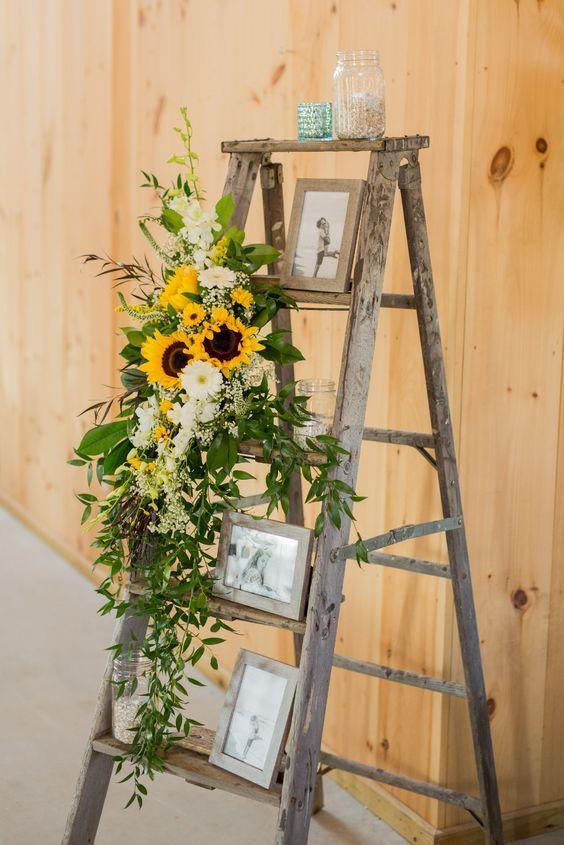 Escada decorada com girassol