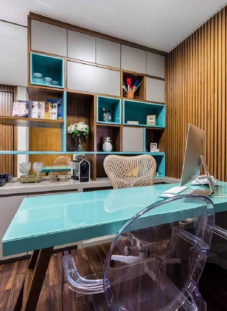 escritório decorado com mesa laqueada e cadeira transparente Foto Brandani Decore