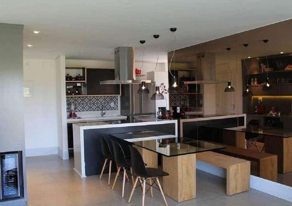 espelho bronze para sala de jantar com cozinha conjugada Foto Pinterest