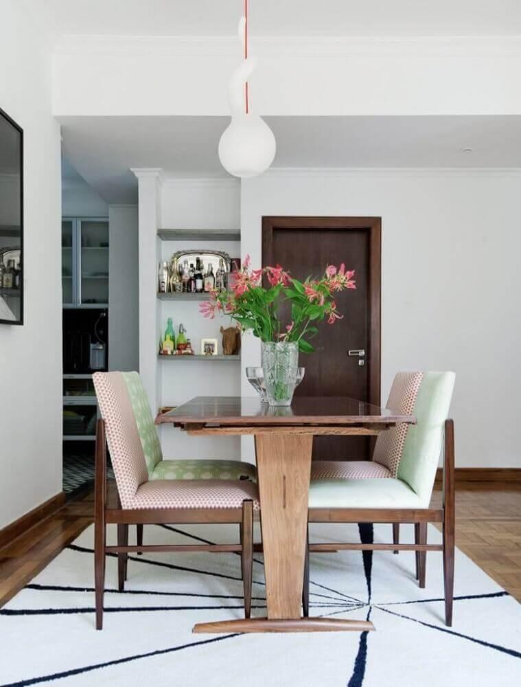 estampas diferentes para estofado de cadeiras modernas de sala de jantar Foto Otimizi