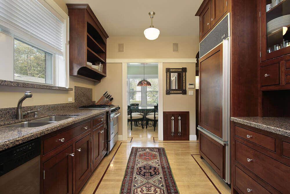 estilo clássico para armário de cozinha com balcão Foto Stock Cabinet Express
