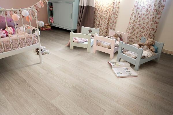 Quarto infantil com piso laminado