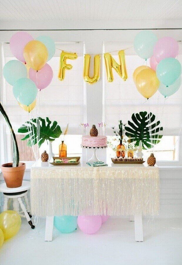 tropical party decorated with pastel shades Foto Pinterest