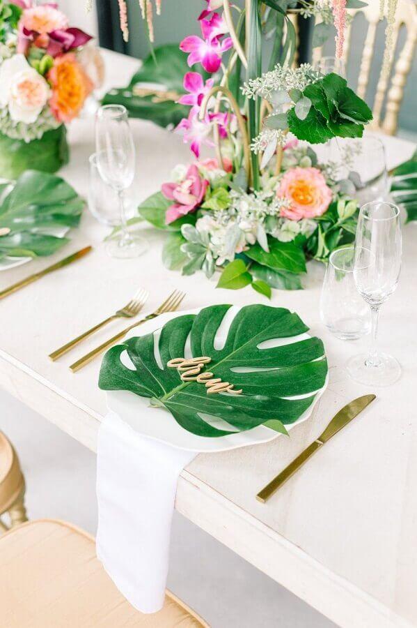 folhagens para decoração de casamento com tema festa tropical Foto Pinterest