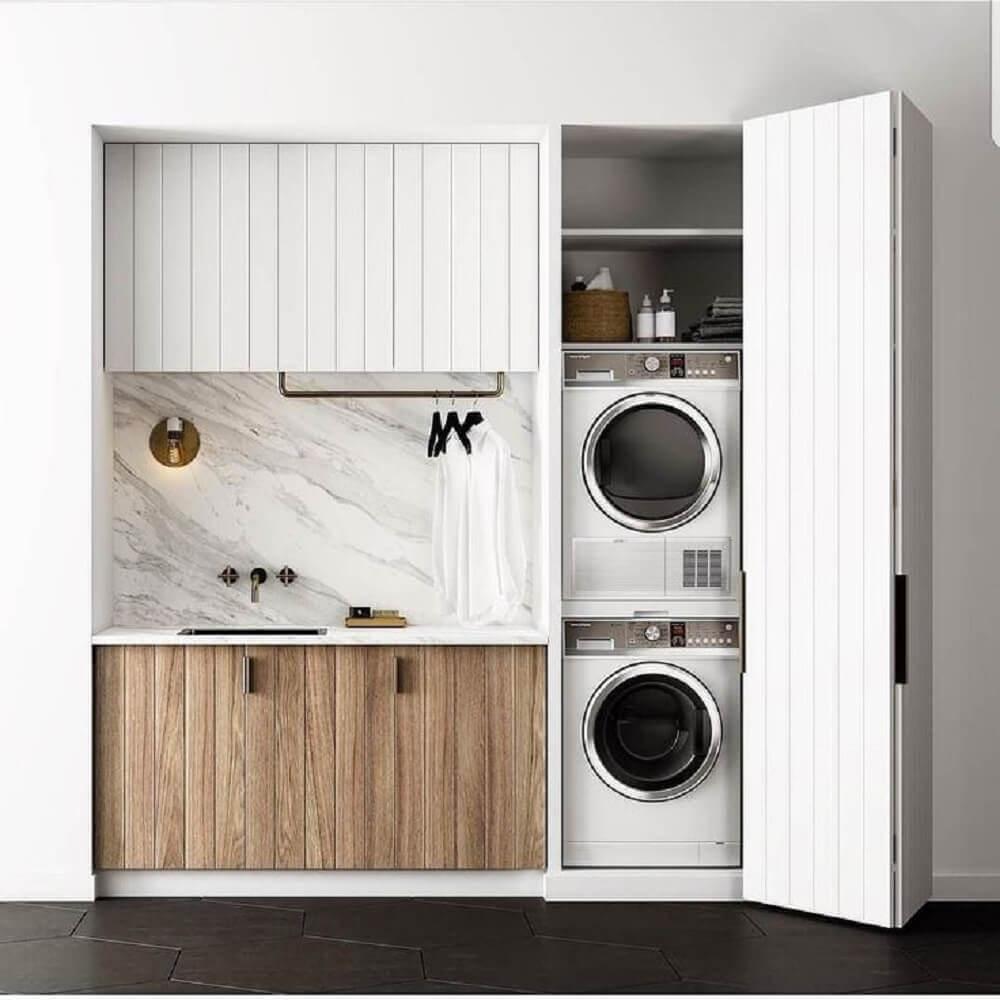 lavanderia pequena planejada com armário aéreo e cabideiro Foto Pinterest