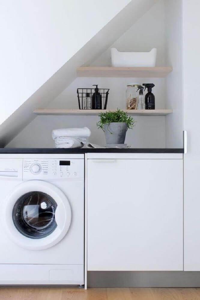 lavanderia planejada embaixo da escada Foto Homelovr