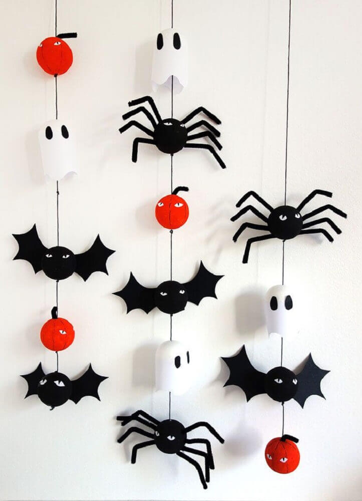 mobile with ghosts and bats for Halloween party Photo Pinterest