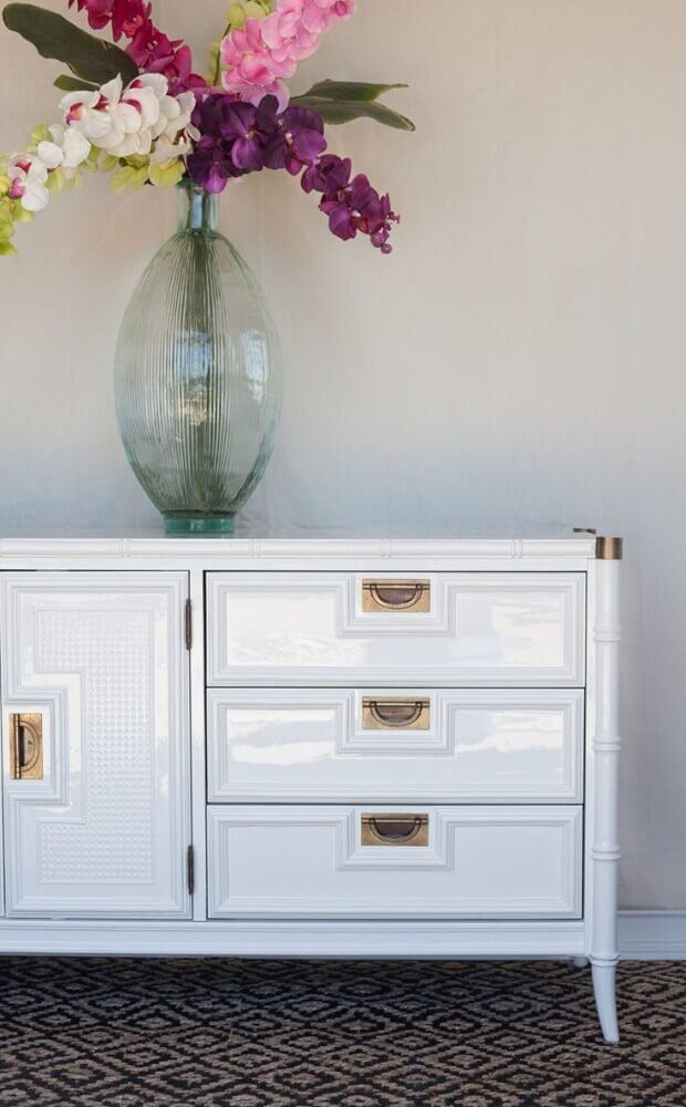 móveis laqueados branco Foto Kayla Payne