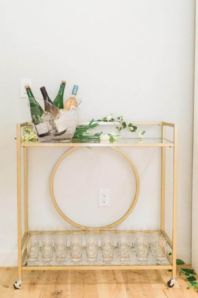móvel minimalista decorado como barzinho para casamento em casa Foto Home Decoo