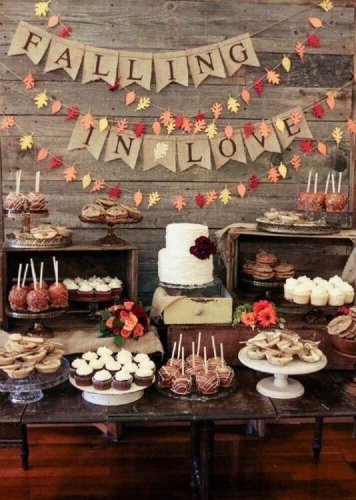 mesa de casamento em casa decorada de forma rústica Foto Pinterest