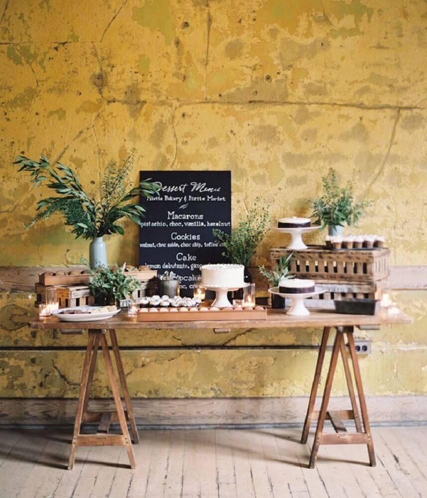 mesa de doces com decoração rústica para casamento simples em casa Foto Pinterest