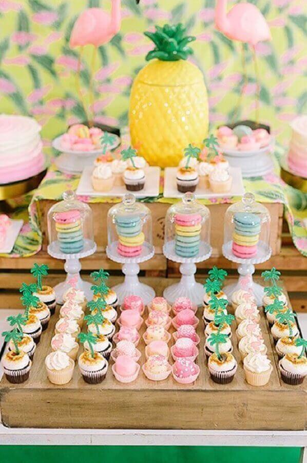 mesa de doces decorada para festa tropical Foto Roofing Brooklyn