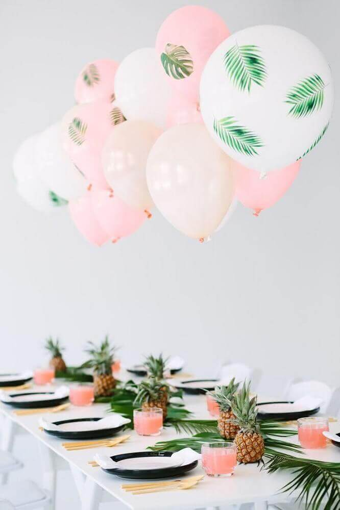 table decorated with balloons and foliage Photo Party Decoration