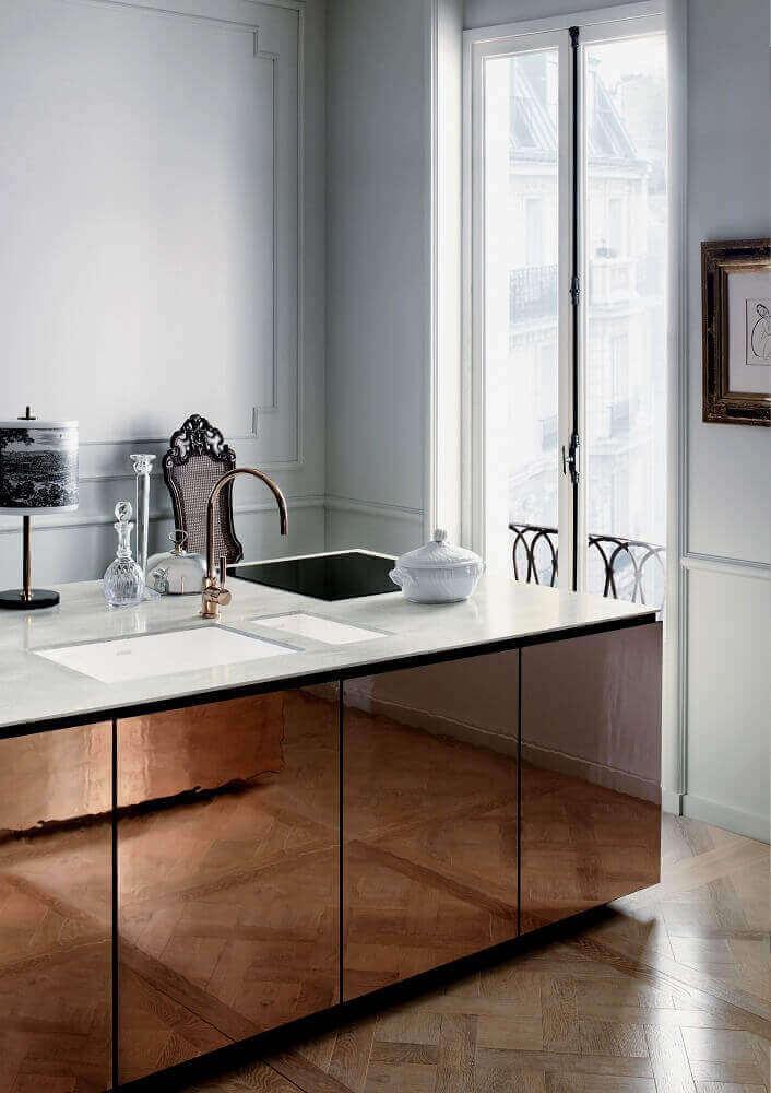 modelo de bancada espelhada bronze Foto SebastiaanDillmann