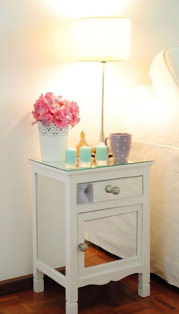 modelo de criado mudo branco com porta espelhada Foto White Glam