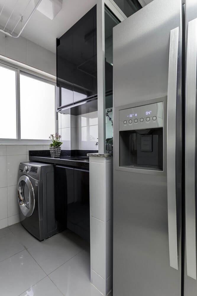 modelo preto de armário para lavanderia e cozinha planejada Foto Natalia Siper