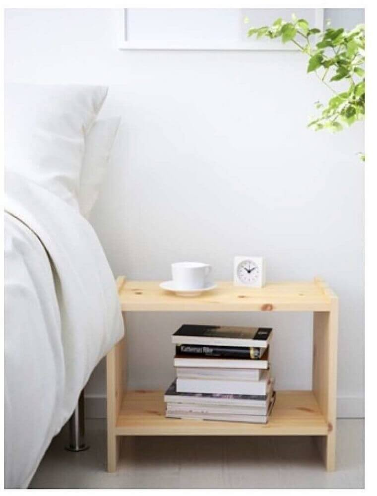 modelo simples de criado mudo de madeira para quarto Foto Decoración Sueca