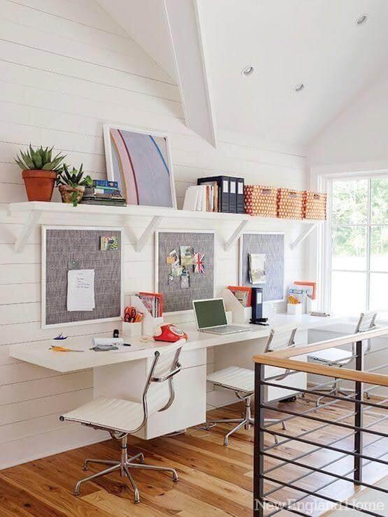 modelos de cadeiras modernas para escritório decorado com prateleiras Foto Decorpad