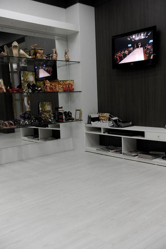 Piso Laminado branco para sala de estar moderna