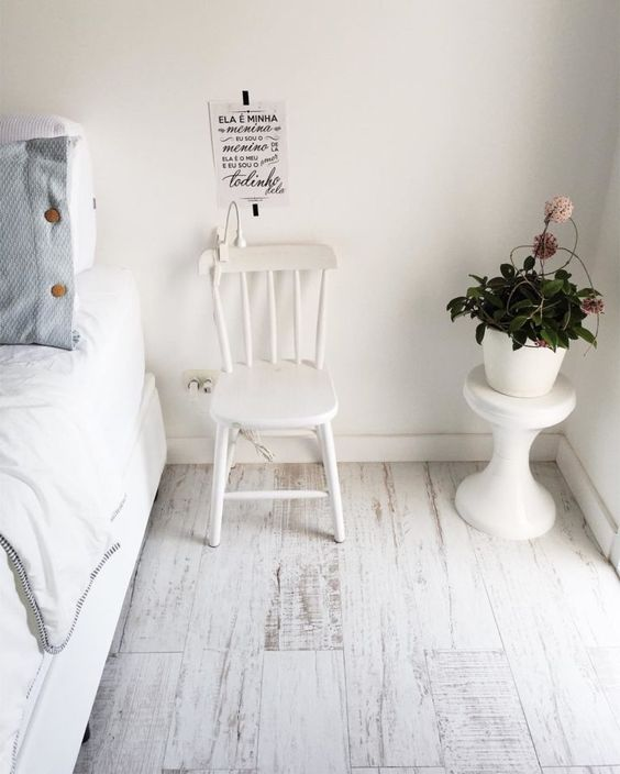 Piso laminado branco para quarto moderno