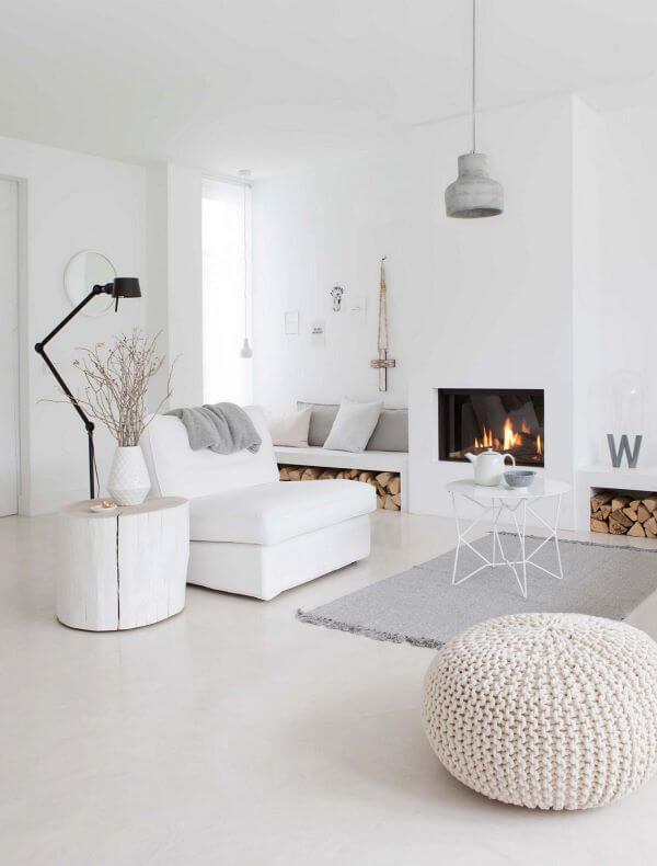 Sala clean com piso branco laminado