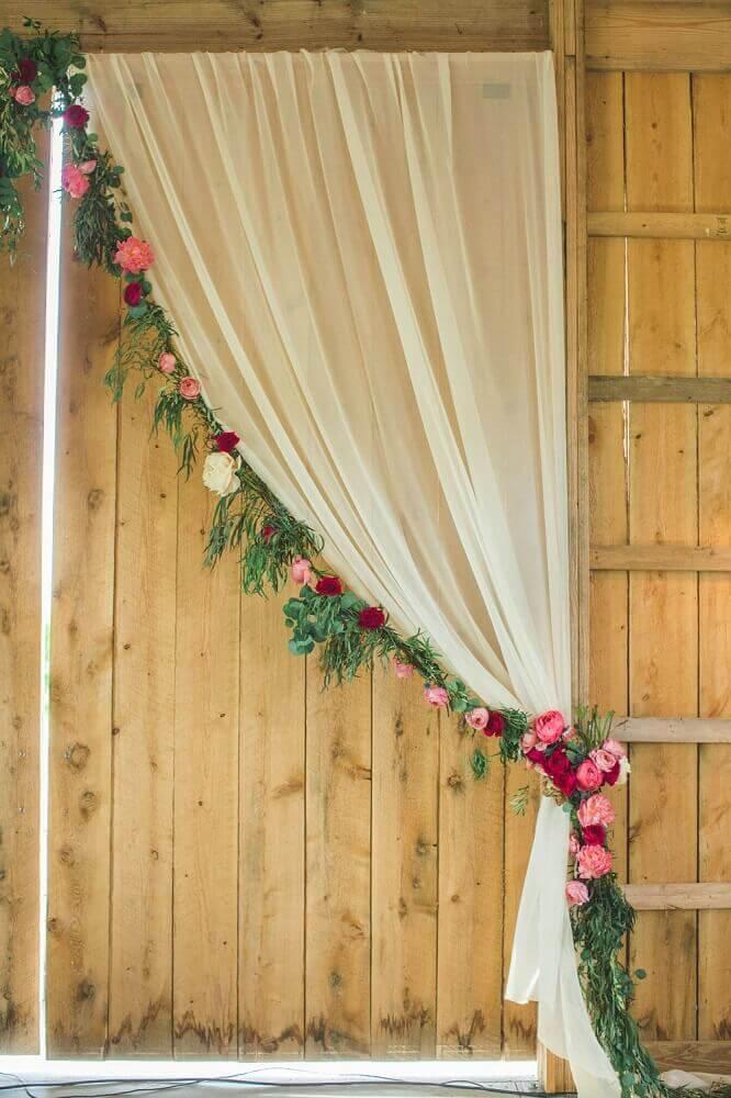 véu e flores para decoração de casamento em casa simples Foto Jaclyn Journey