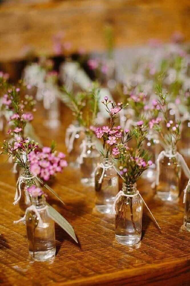 vasinhos de flores para casamento simples em casa Foto Pinterest
